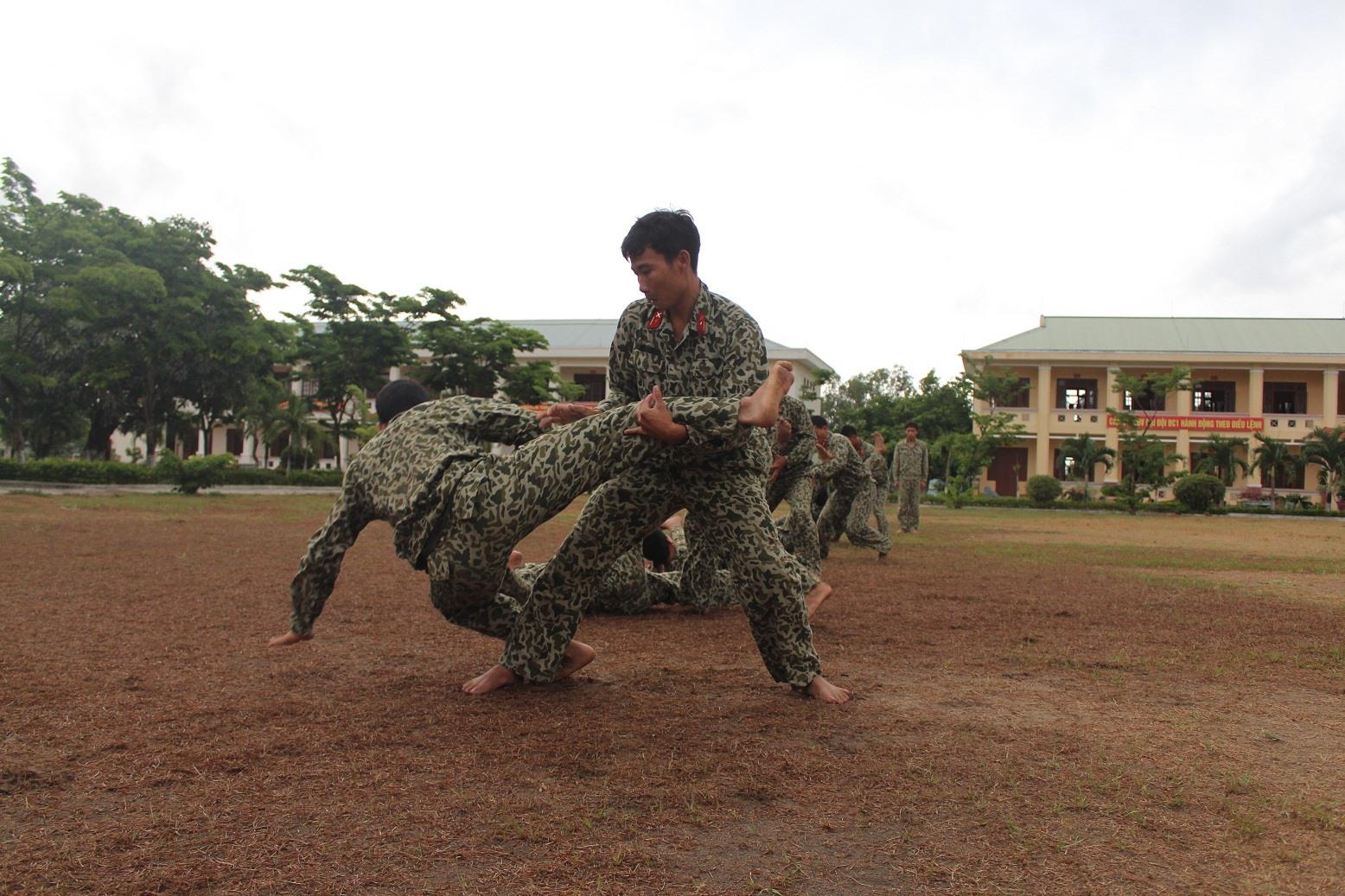 Bộ đội Đặc công 409 luyện tập võ thuật. Ảnh: N.D