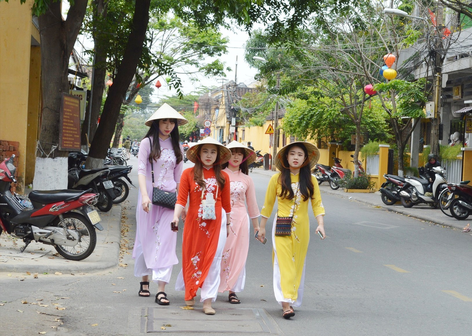 Foreign tourists in Hoi An city, Quang Nam province