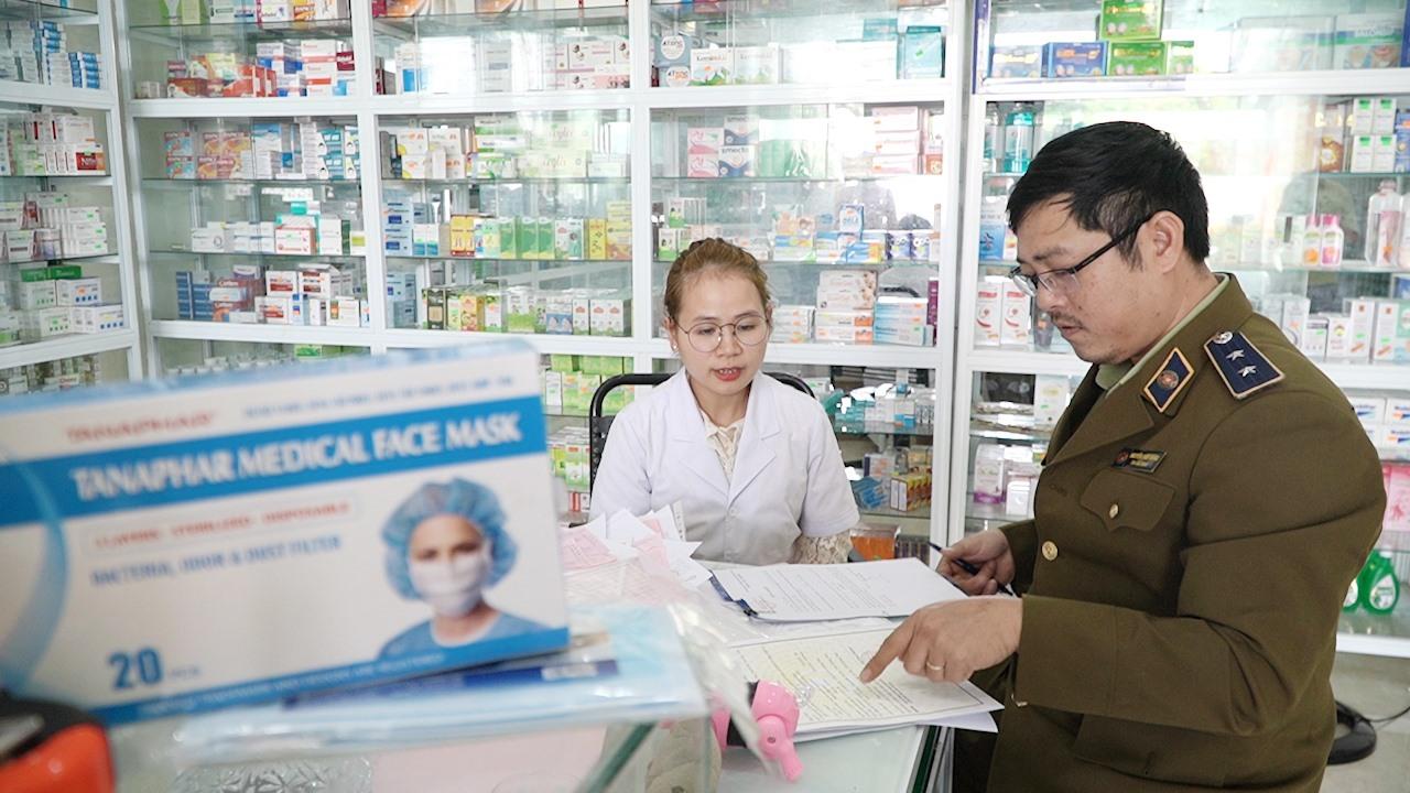 Cục Quản lý thị trường Quảng Nam sẽ xử lý nghiêm những trường hợp vi phạm về giá bán và đầu cơ vật tư y tế. Ảnh: VINH THẮNG