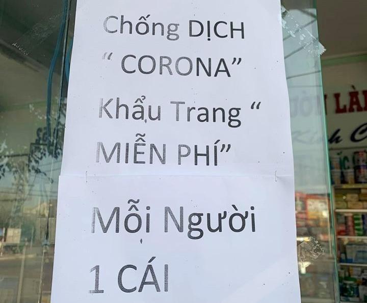 Nhà thuốc 52 - Bưu điện Vườn Lài (ngã Tư Hùng Vương - Trần Cao Vân, Tam Kỳ) thông báo phát khẩu trang miễn phí. Ảnh: FB.