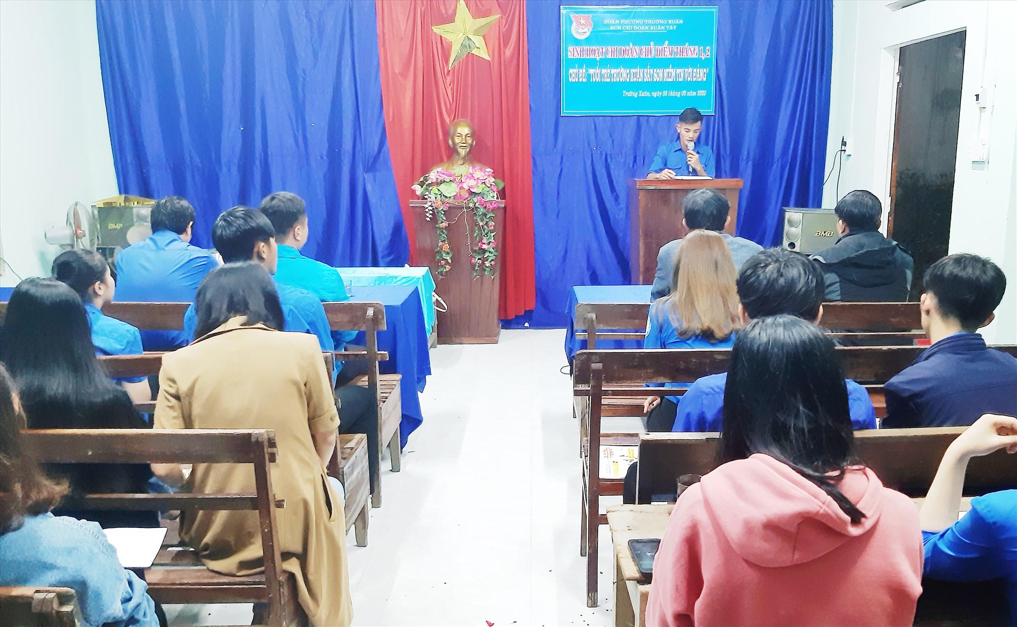 Một buổi sinh hoạt của Chi đoàn khối phố Xuân Tây, phường Trường Xuân.
