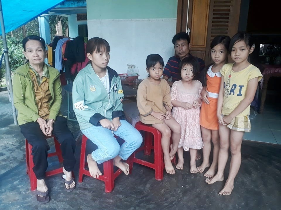 Vừa lo chạy chữa cho vợ, anh Ninh vừa phải lo cho gia đình có 3 người con nhỏ, 2 cháu nhỏ và mẹ già bị bệnh thần kinh.