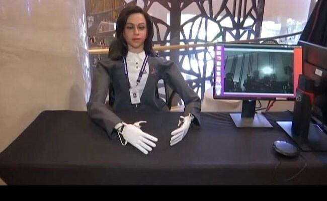 Nữ robot hình người tên Vyommitra