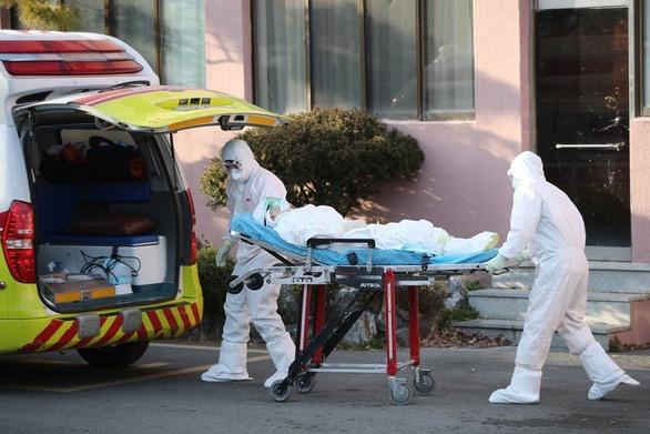 Một trung tâm y tế dã chiến tiếp nhận bệnh nhân nghi nhiễm COVID-19 tại Daegu - Ảnh: UPI