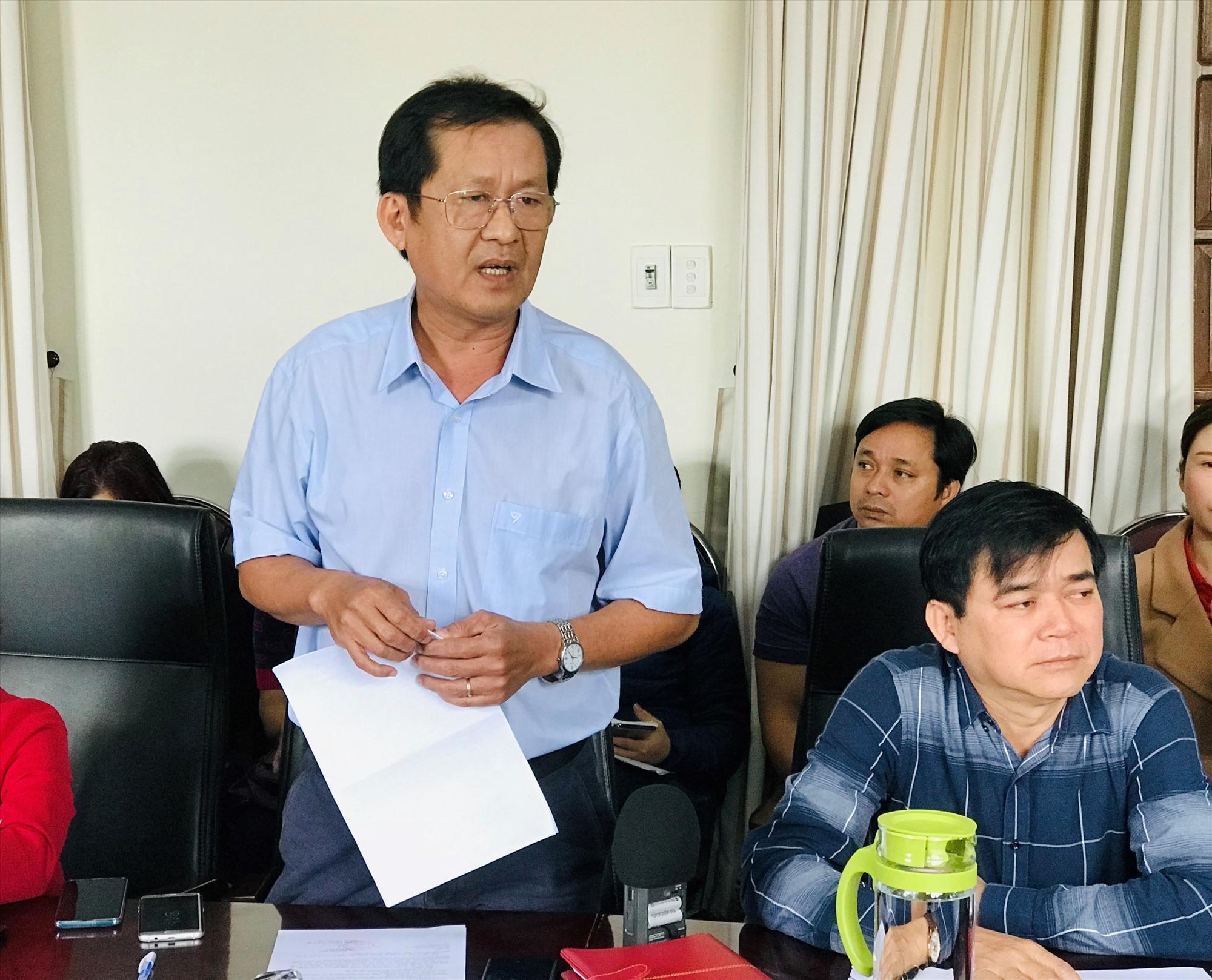 Ông Nguyễn Văn Lanh - Trưởng phòng VH-TT Hội An thông tin về tình trạng quản lý du khách trên địa bàn thành phố. Ảnh: Q.T