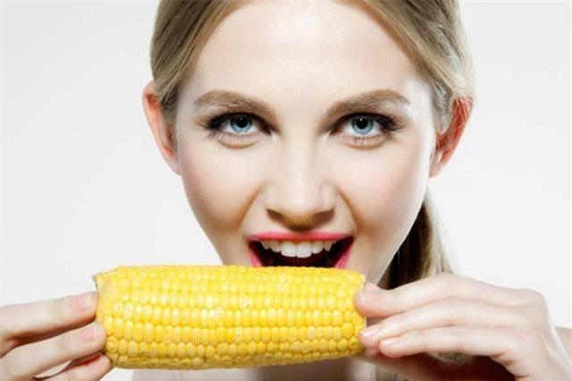 Nhóm người có chức năng tiêu hóa kém không nên ăn ngô bởi nếu ăn quá nhiều chất xơ sẽ tạo gánh nặng lớn cho dạ dày. Ảnh minh họa: internet