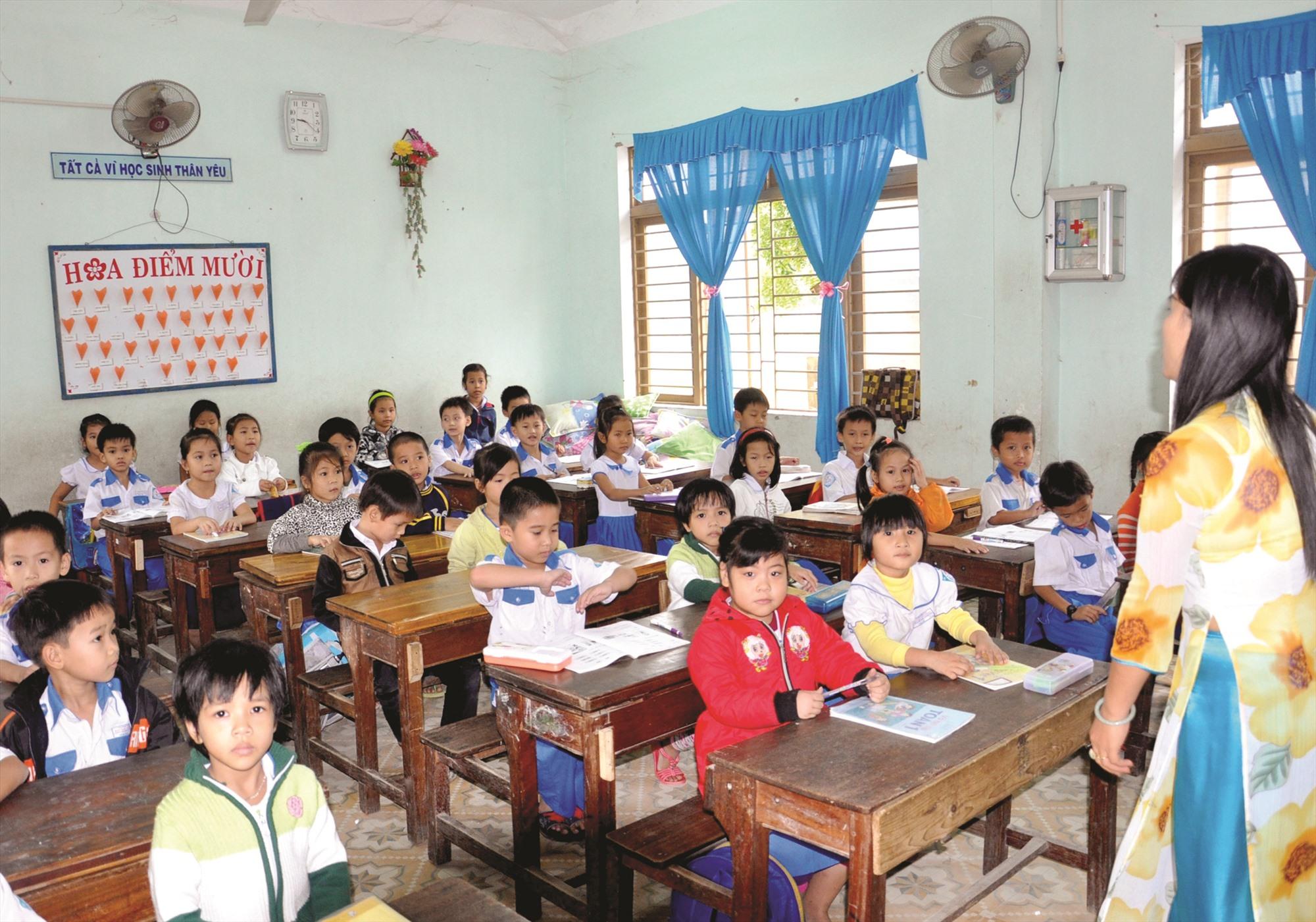 Học sinh lớp 1 năm học 2020-2021 sẽ học sách giáo khoa mới. Ảnh: X.P