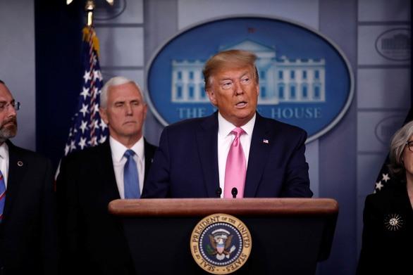 Tổng thống Trump phát biểu tại Nhà Trắng về virus corona chủng mới vào tối 26-2 (giờ Mỹ), tức khoảng 6h30 sáng 27-2 (giờ VN) - Ảnh: REUTERS