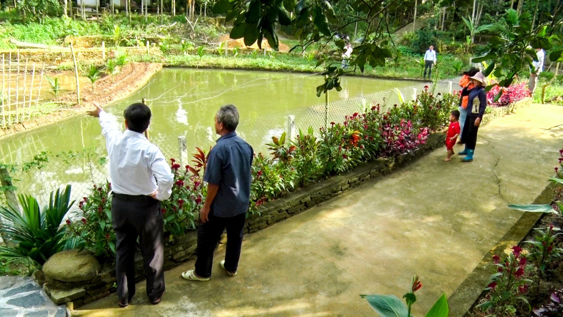 Người dân đào ao cá, chỉnh trang vườn tược tạo sản phẩm du lịch. Ảnh: QĐ