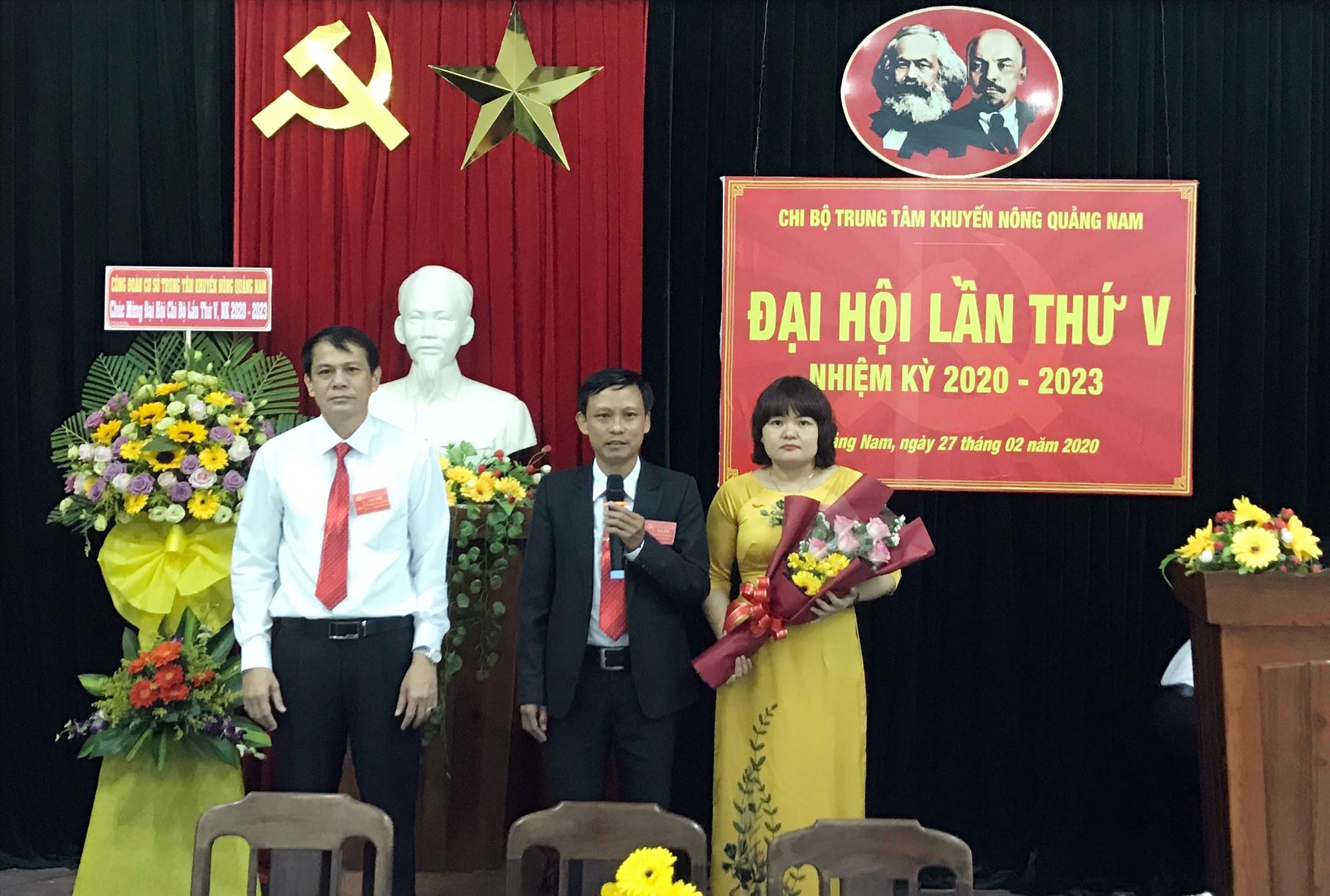 Chi ủy Chi bộ Trung tâm Khuyến nông tỉnh nhiệm kỳ 2020 - 2023. Ảnh: khuyennongqnam.gov.vn