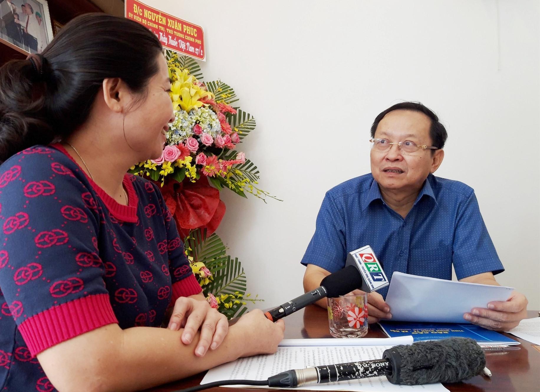 Ông Nguyễn Văn Hai - Giám đốc Sở Y tế trả lời báo chí. Ảnh: HỒ QUÂN