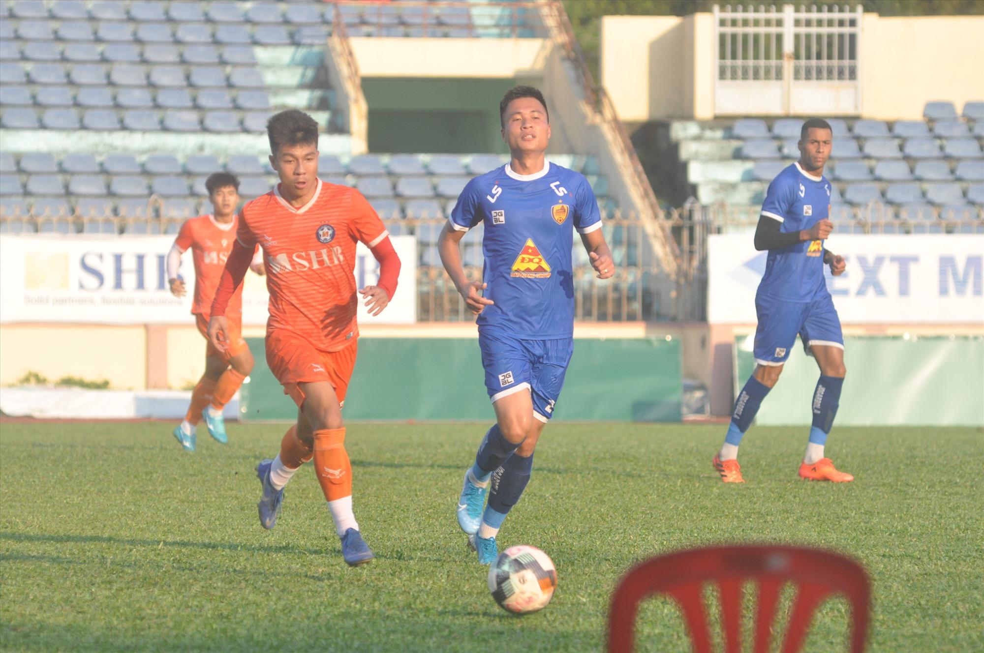 Một trận đấu tập huấn chuẩn bị cho mùa giải mới 2020 giữa Quảng Nam và SHB Đà Nẵng. Ảnh: T.V