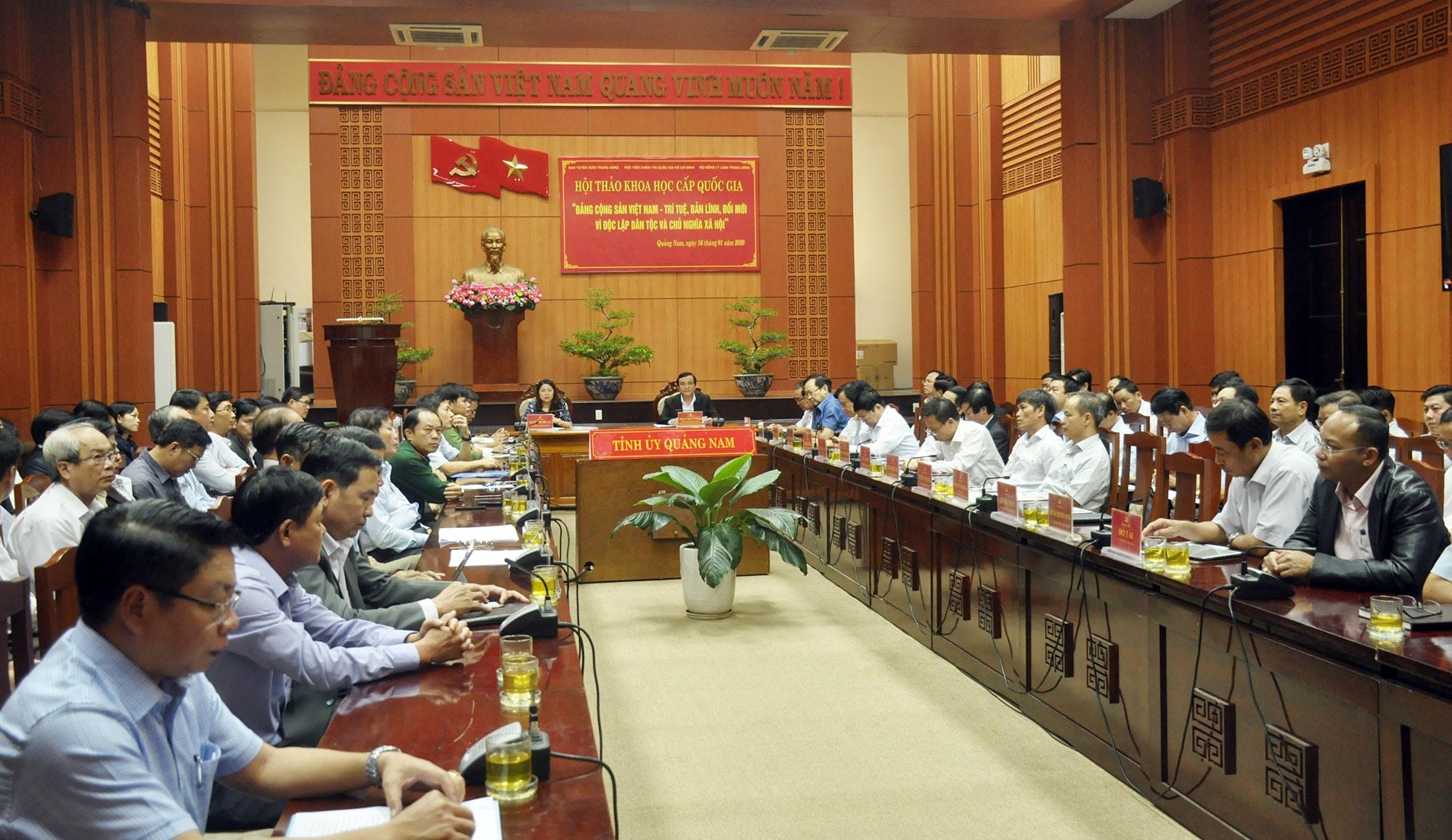 Trung ương vừa tổ chức hội thảo khoa học cấp quốc gia về Đảng Cộng sản Việt Nam nhân kỷ niệm 90 năm Ngày thành lập Đảng. Ảnh: N.Đ