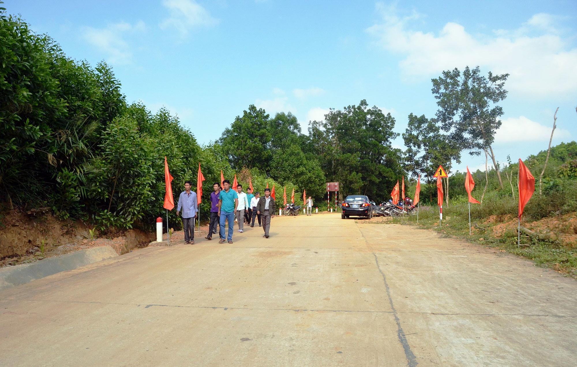 Tuyến đường đi vào hoạt động giúp nhân đi lại, giao thương buôn bán được thuận lợi.