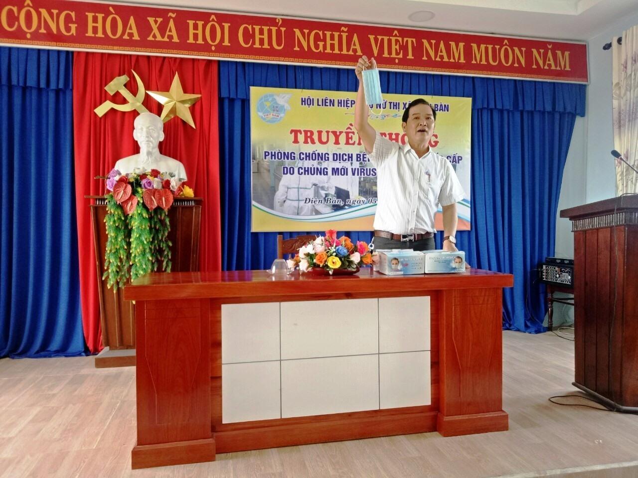 Hội LHPN thị xã Điện Bàn mời Trung tâm Y tế thị xã đến thông tin, tuyên truyền về dịch bệnh corona cho cán bộ hội. Ảnh: Hội LHPN tỉnh cung cấp