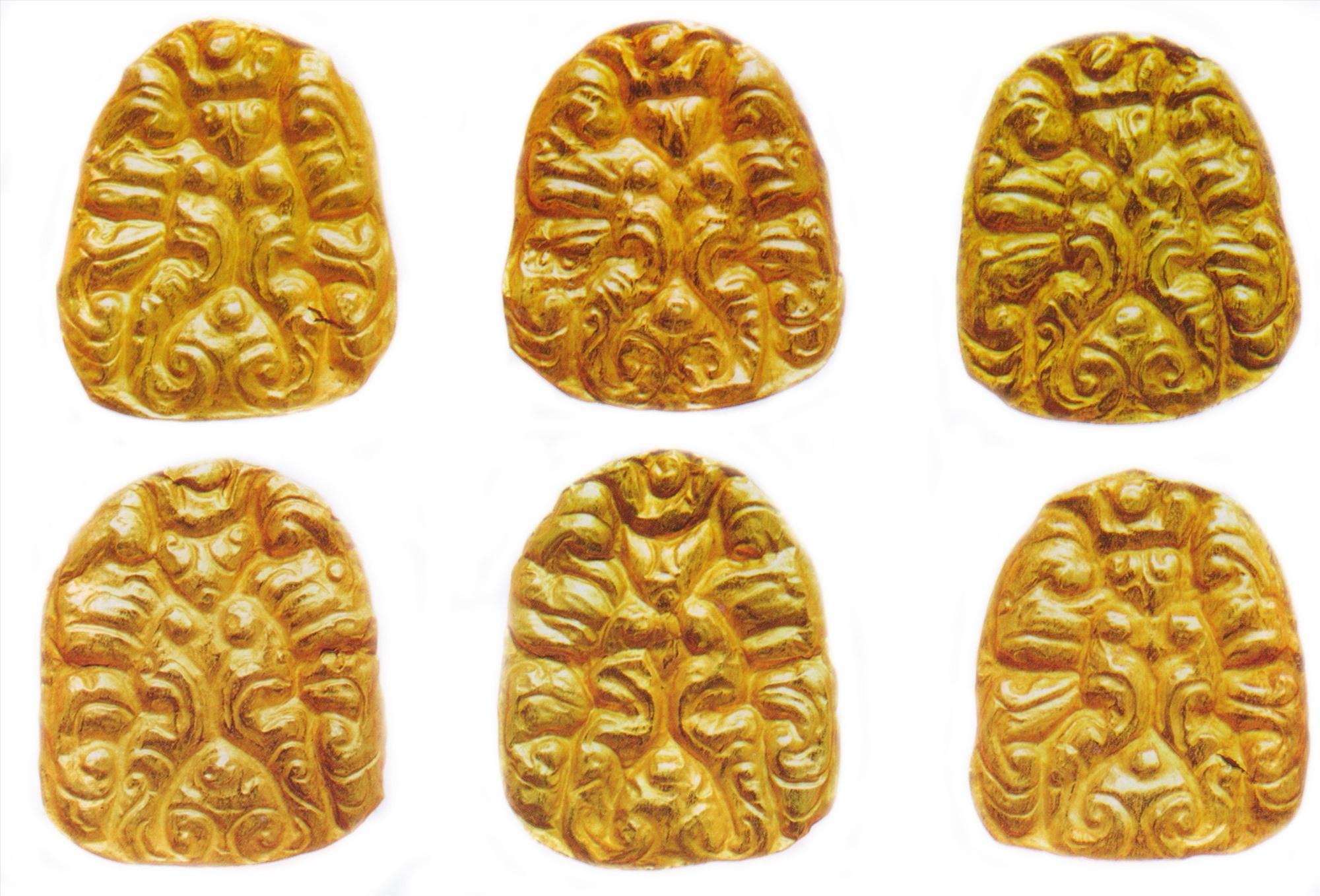 Trang sức vàng hình các loại cánh hoa.