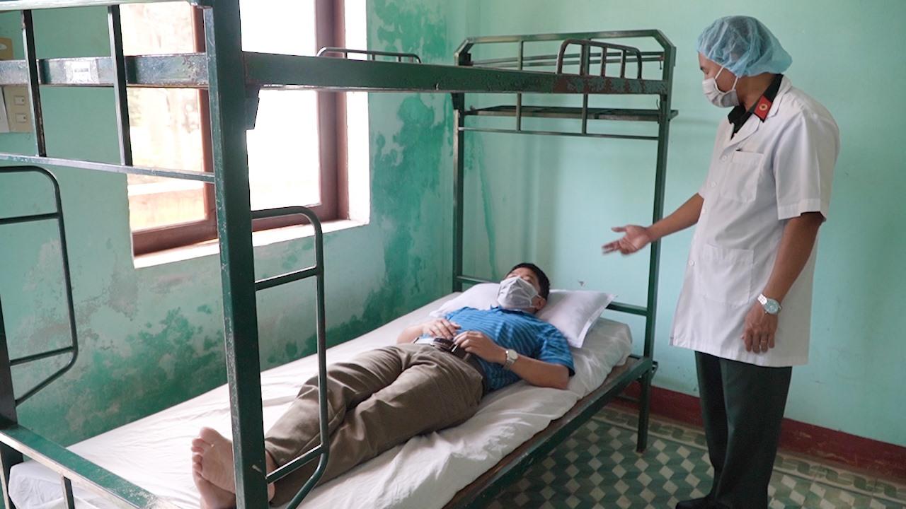 Công dân nghi nhiễm vi rút corona hoặc các bệnh nguy cấp khác được ở phòng chờ tạm trước khi đến bệnh viện. Ảnh: PHAN VINH