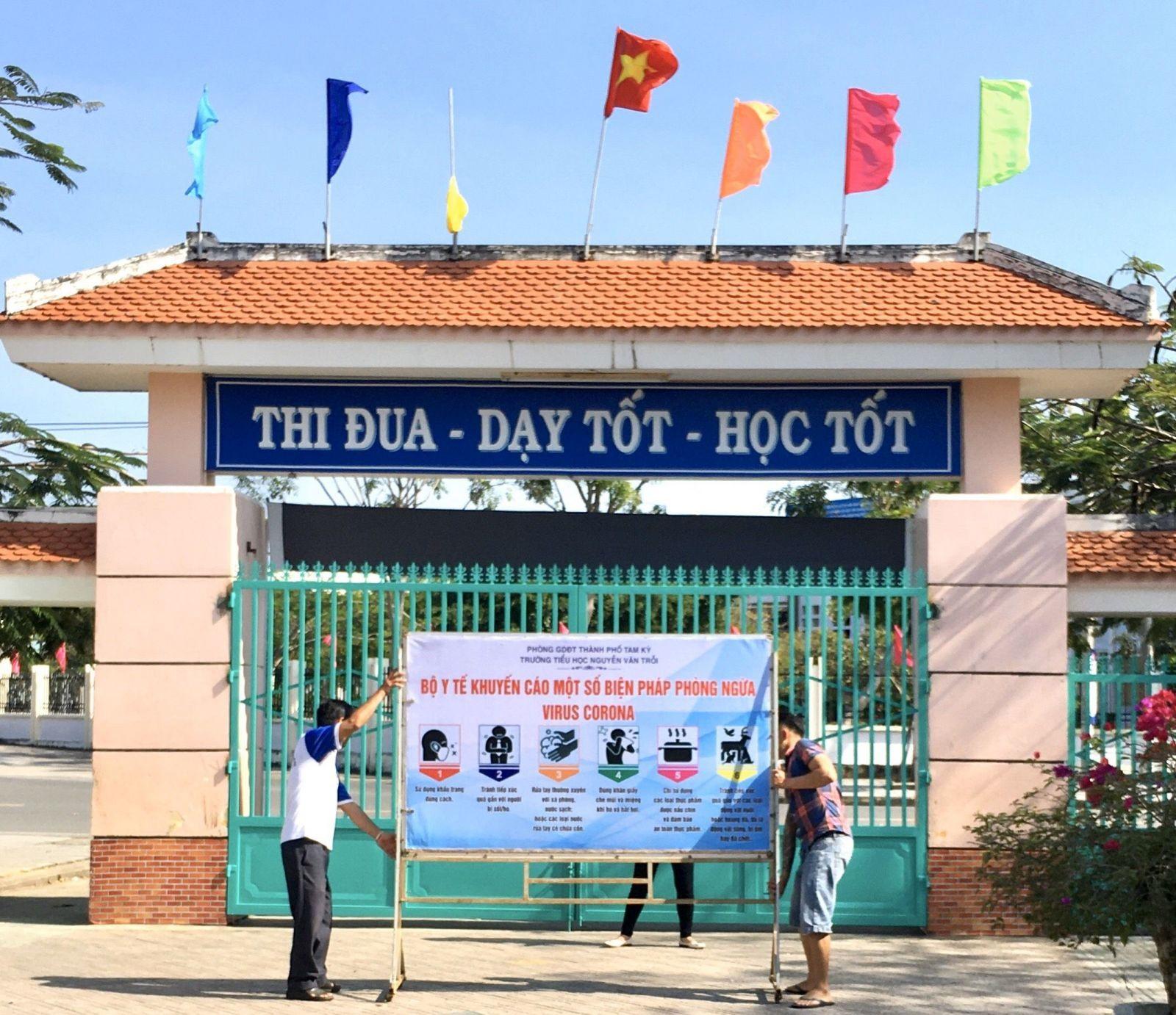 Trường Tiểu học Nguyễn Văn Trỗi (Tam Kỳ) tuyên truyền phòng chống dịch bệnh corona. Ảnh: P.Đ.V