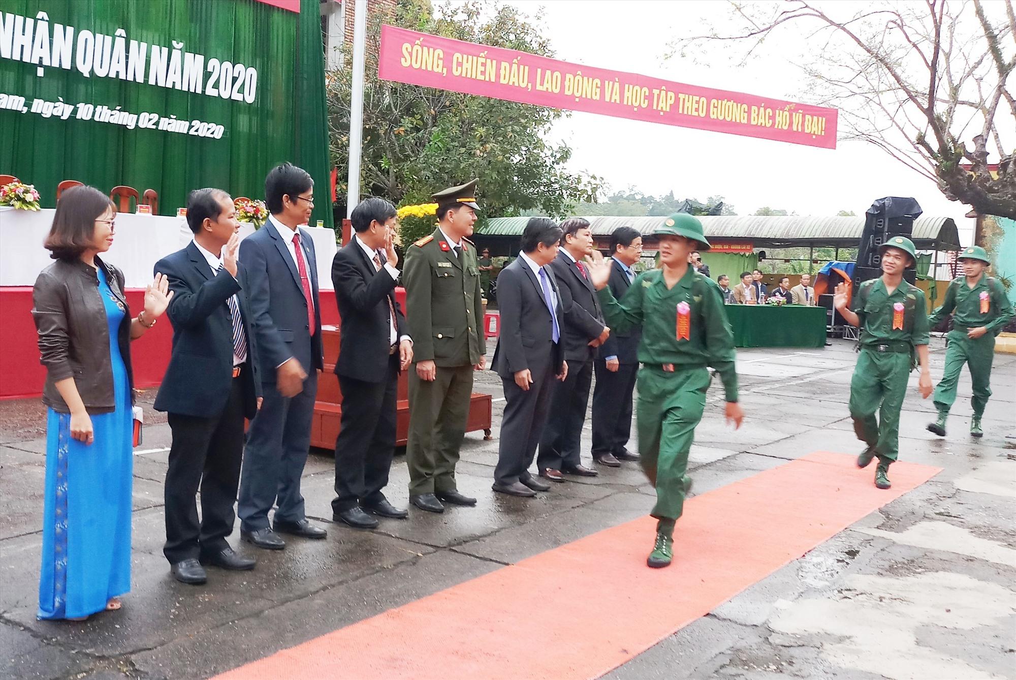 Lễ giao nhận quân tại Tiên Phước diễn ra nhanh gọn, trang nghiêm, an toàn tuyệt đối về mọi mặt