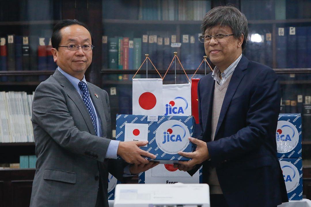 Chief Representative of JICA Vietnam Office Konaka Tetsuo (L) and Director of NIHE Dang Duc Anh