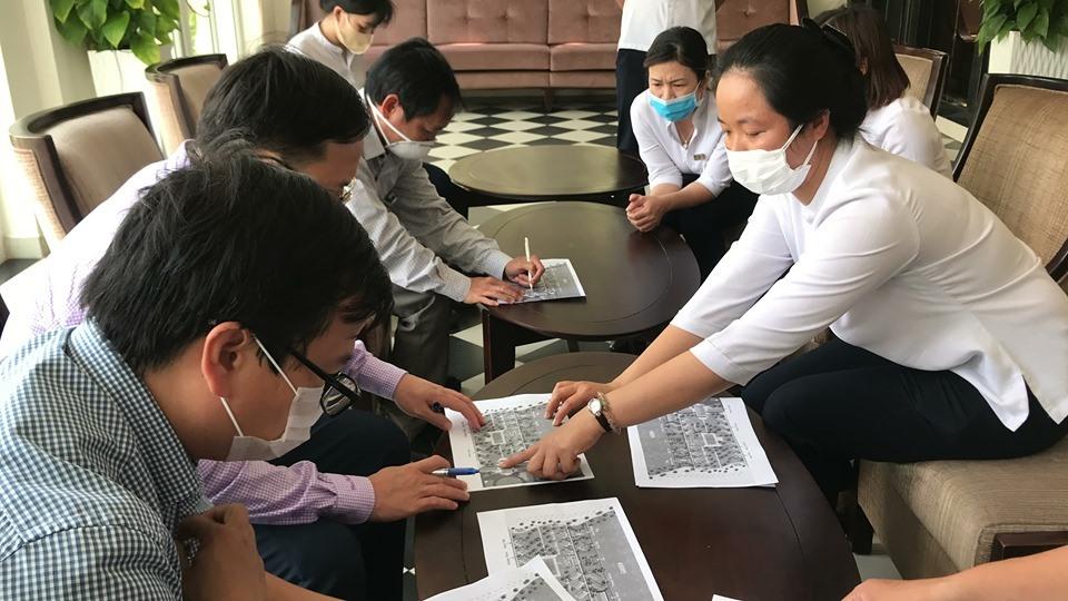 Đoàn công tác Sở VH-TT&DL, Sở Y tế đến kiểm tra khách sạn ở phường Cẩm An - địa điểm du khách đi cùng chuyến bay VN0054 từng lưu trú.