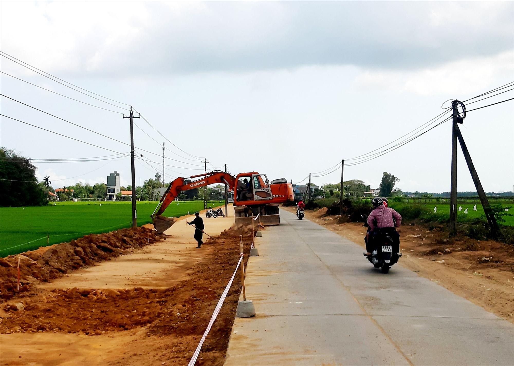 Những năm qua, hạ tầng giao thông xã Duy Phước được quy hoạch xây dựng đồng bộ và bài bản. Ảnh: VĂN SỰ