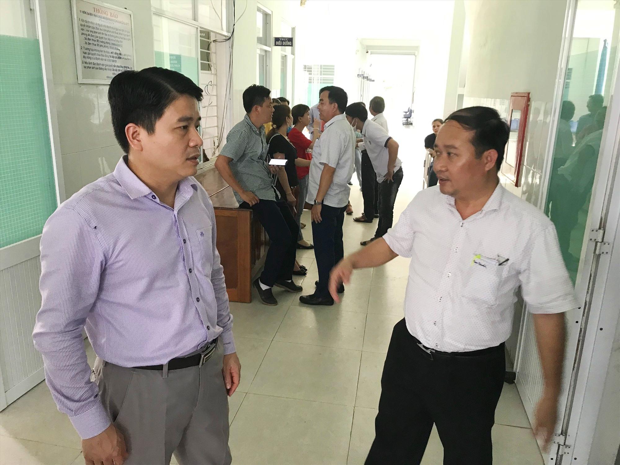 Phó Chủ tịch UBND tỉnh Trần Văn Tân (bên trái) sẽ phụ trách và trực tiếp chỉ đạo Văn phòng thường trực phòng chống Covid-19 tại Hội An. Ảnh: Q.T