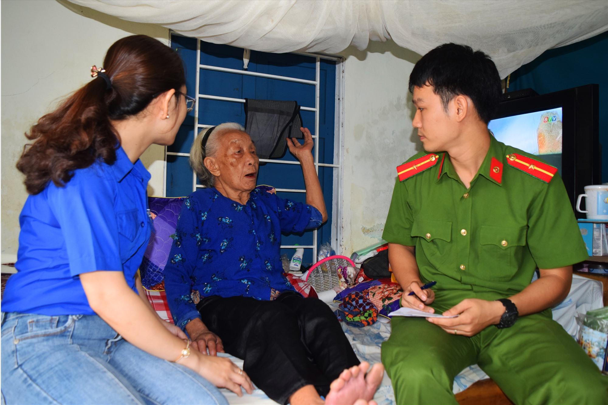 Hoạt động Ngày thứ bảy tình nguyện tại xã Tam Đàn, huyện Phú Ninh. Ảnh: THÁI CƯỜNG