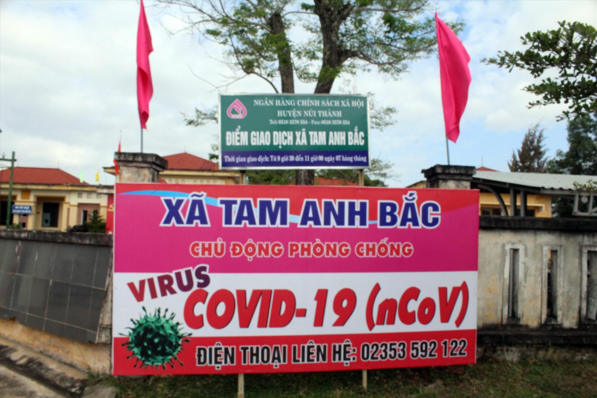 Núi Thành tuyên truyền trực quan phòng chống dịch Covid-19. Ảnh: VĂN PHIN
