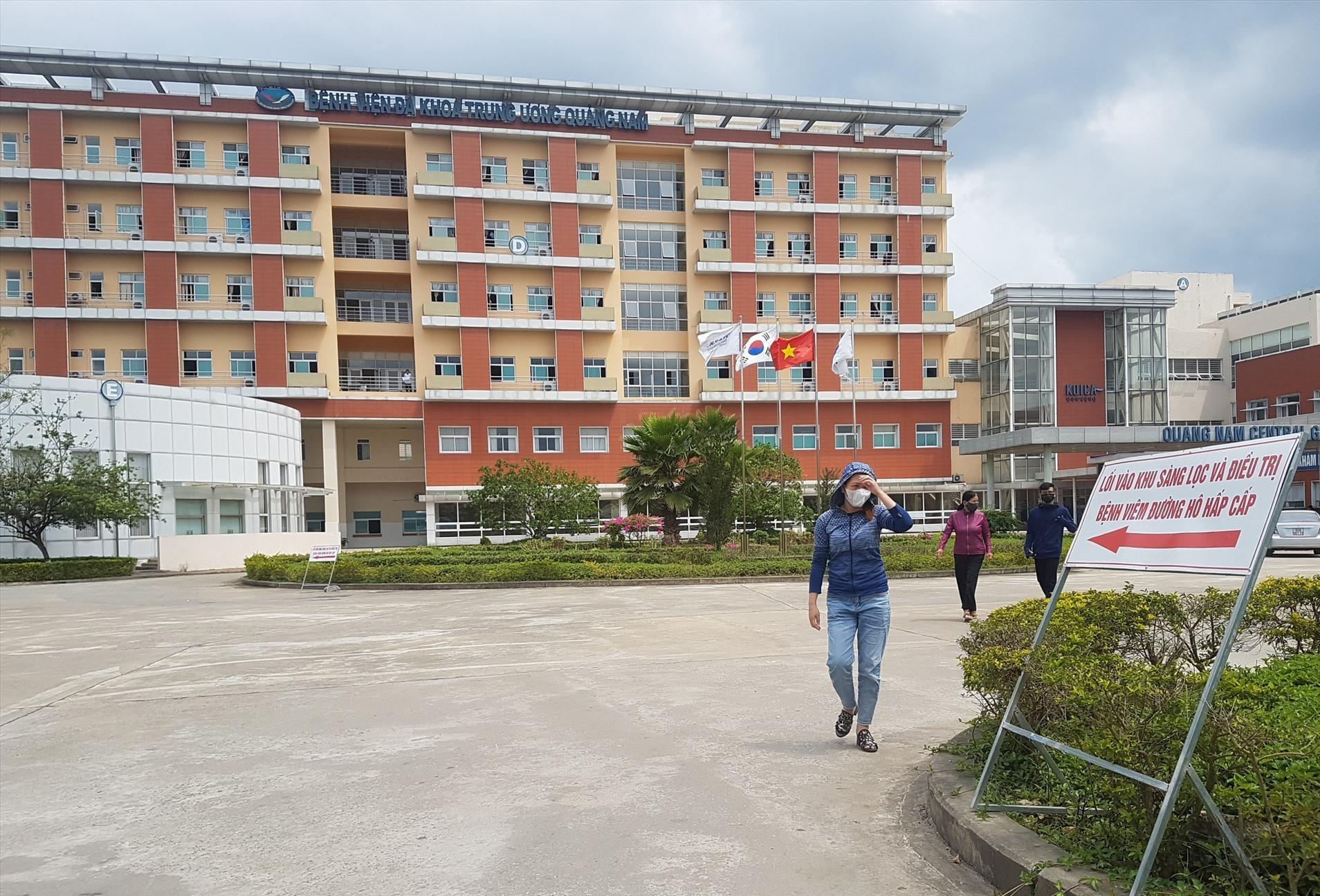 Bệnh viện Đa khoa Trung ương Quảng Nam tập trung nhân lực điều trị bệnh nhân nhiễm Covid-19. Ảnh: Đ.L