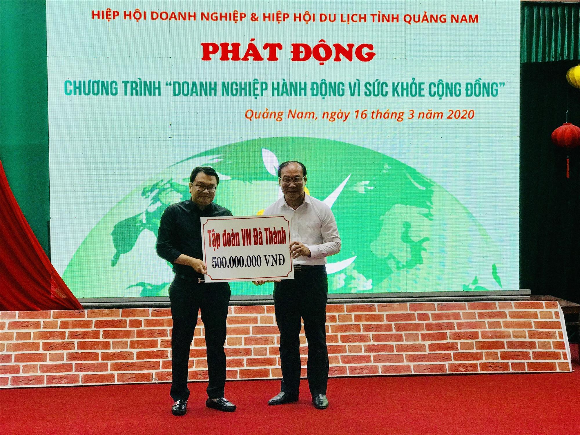 Nhiều doanh nghiệp chung tay hỗ trợ cùng Quảng Nam chống dịch Covid-19. Ảnh: L.T