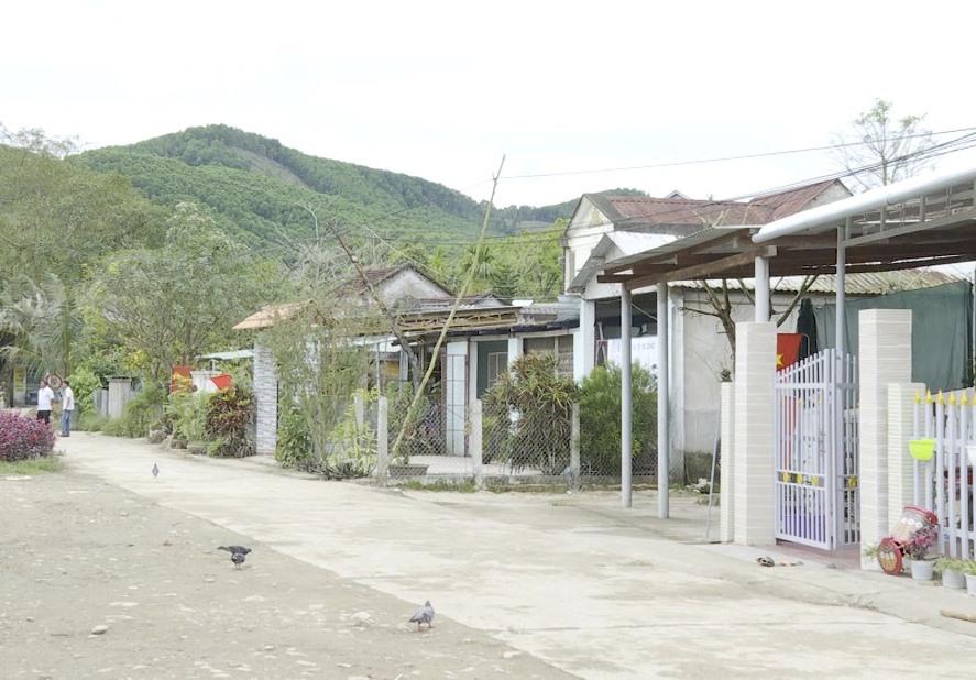 Khởi sắc diện mạo nông thôn mới xã Trà Đông, huyện Bắc Trà My. Ảnh: T.B
