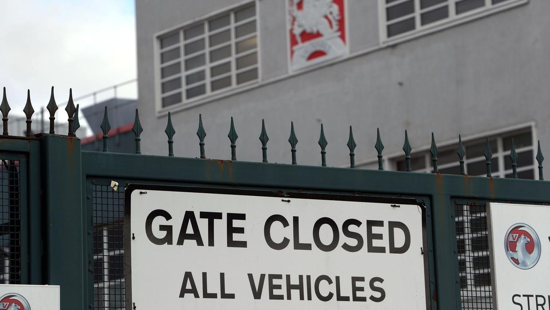 Nhiều nhà máy đóng cửa vì Covid-19. Ảnh:PA