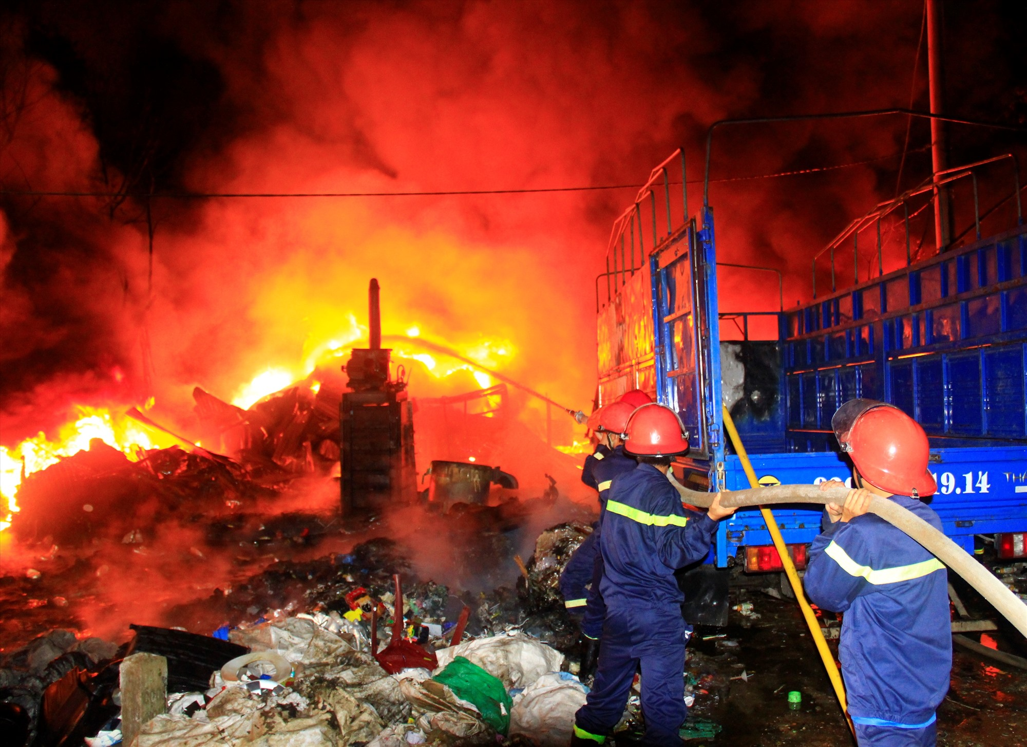 Sự hiện diện của lực lượng PCCC đã giúp hạn chế đáng kể thiệt hại của nhiều vụ hỏa hoạn. Ảnh: T.C