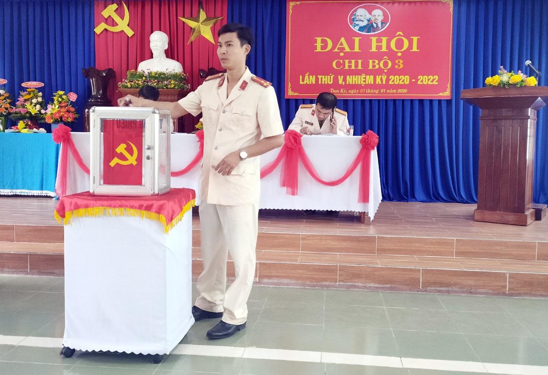 Chi bộ Đội công tác Chữa cháy và CNCH là đơn vị được Đảng bộ Phòng Cảnh sát PCCC&CNCH chọn tổ chức đại hội trước để rút kinh nghiệm.