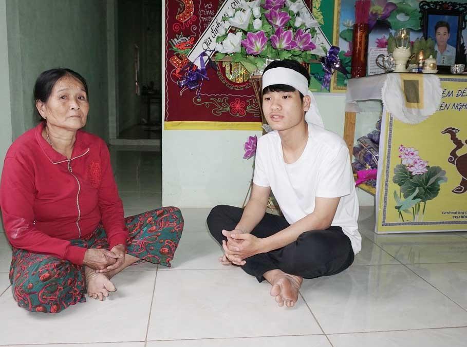 Gia đình của Đinh Minh Thạnh gặp khó khăn từ khi cha mất, mẹ lâm bệnh nặng. Ảnh: B.N