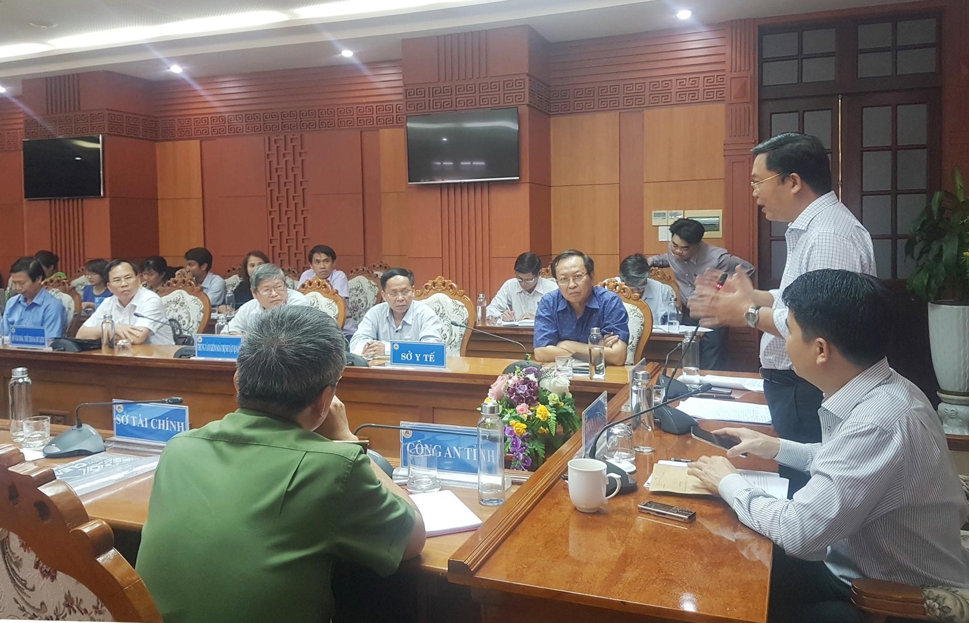 Chủ tịch UBND tỉnh Lê Trí Thanh yêu cầu thực hiện hàng loạt các biện pháp ứng phó dịch bệnh Covid-19. Ảnh: D.L