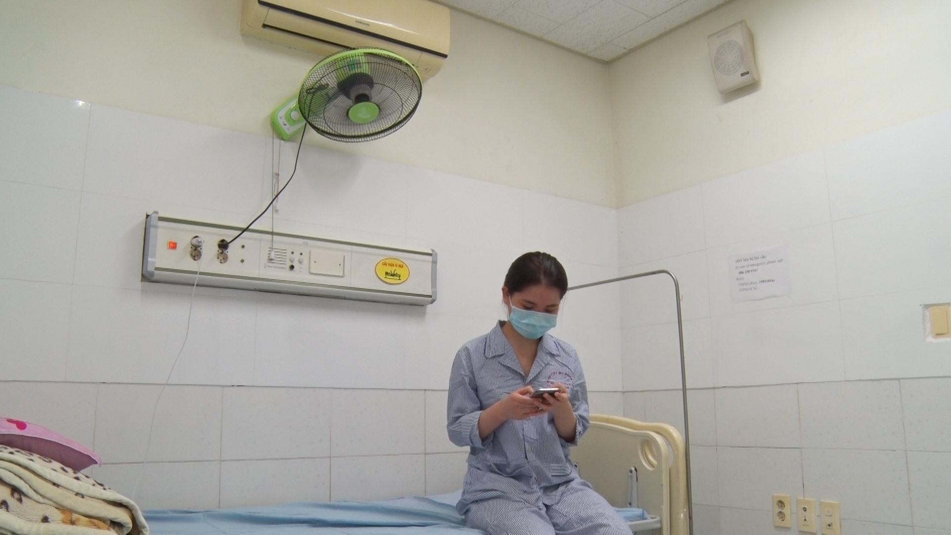 Mỗi phòng điều trị có đầy đủ các vật dụng sinh hoạt, trang bị wifi... giúp người cách ly điều trị thoải mái nhất. Ảnh: Đ. ĐẠO