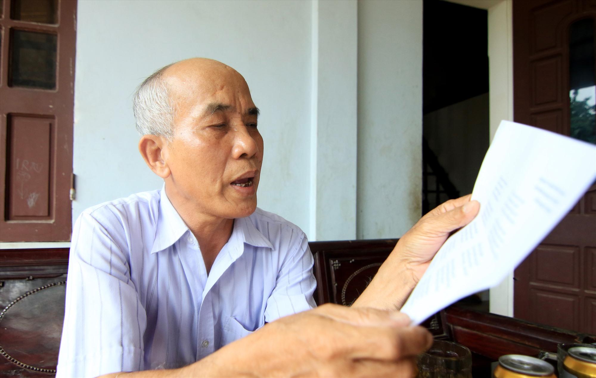 Ông Nguyễn Hữu Ngoãn đọc bài thơ của ông viết năm 2007 khi về thăm má Doãn Thị Trọng.
