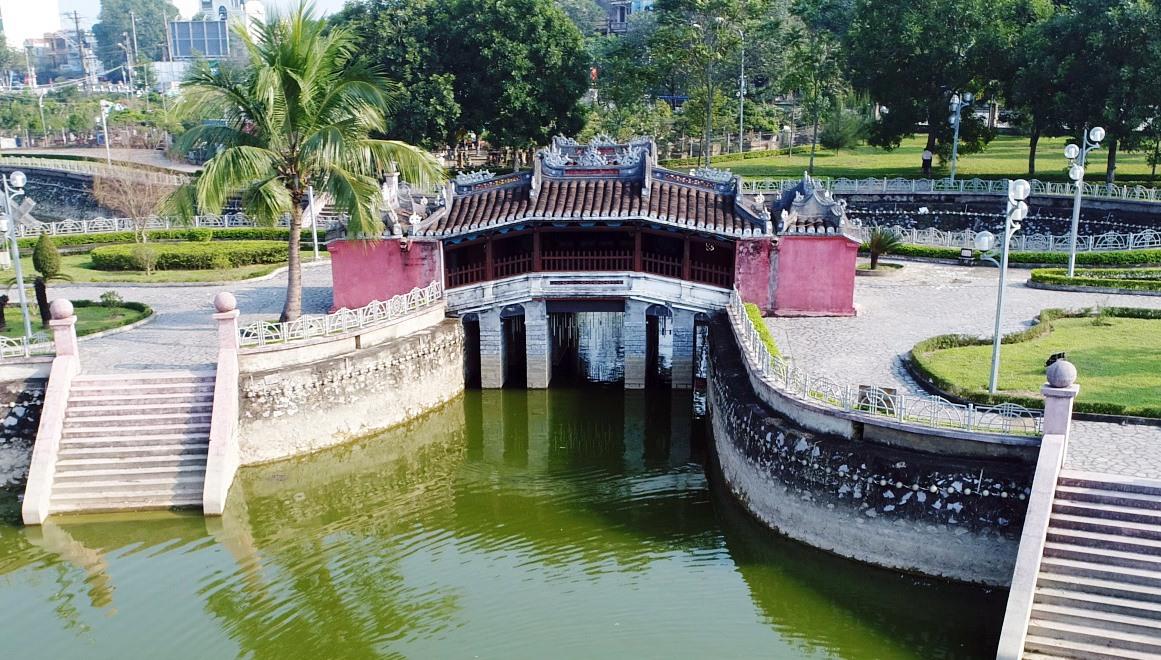 Mô hình Chùa Cầu Hội An tại Công viên Thanh - Quảng (Thanh Hóa). Ảnh: THÀNH CÔNG