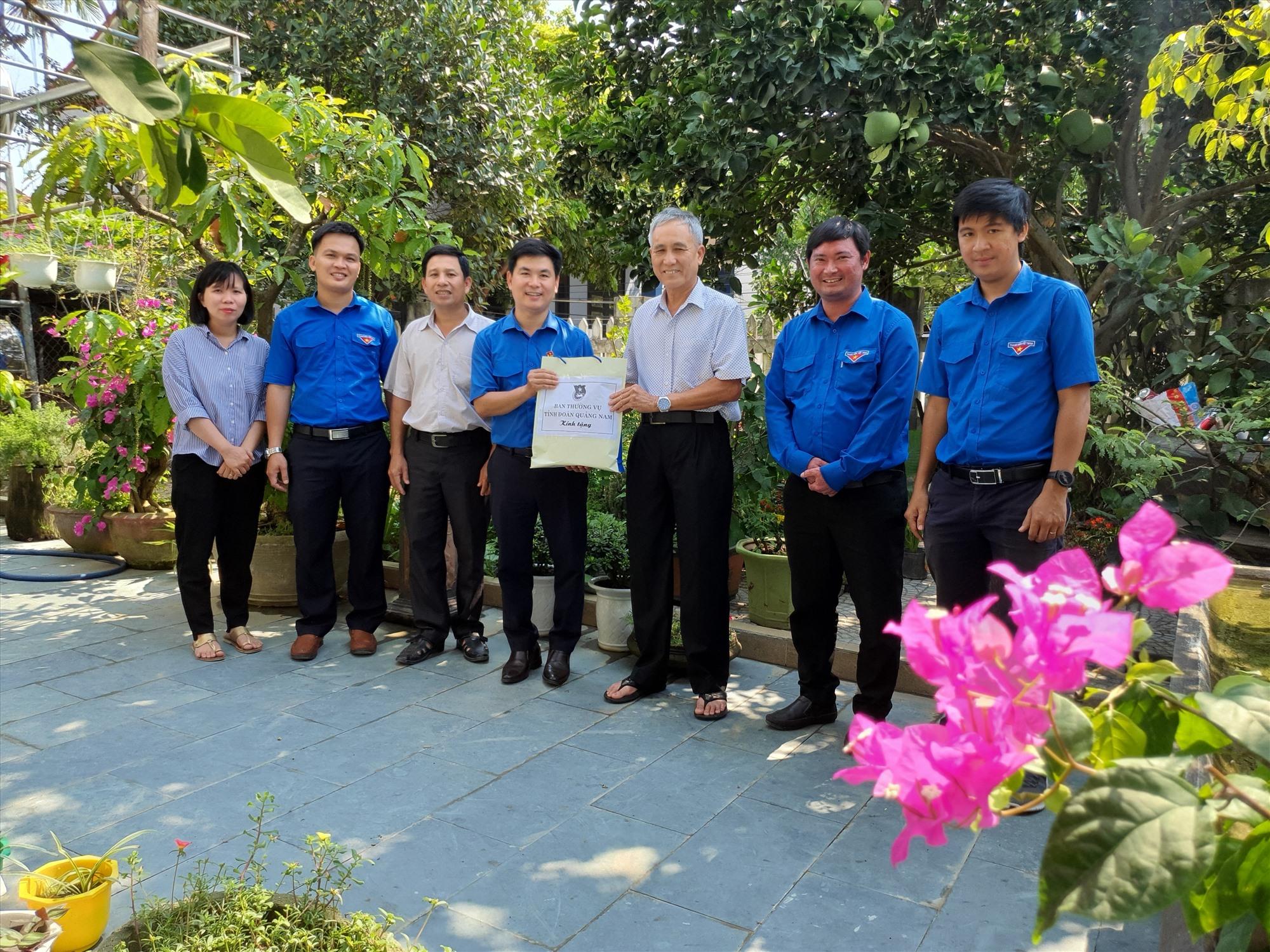 Tỉnh đoàn tổ chức giao lưu, tiếp lửa truyền thống tại nhà AHLLVTND, Đại tá Phạm Tấn Kịp.