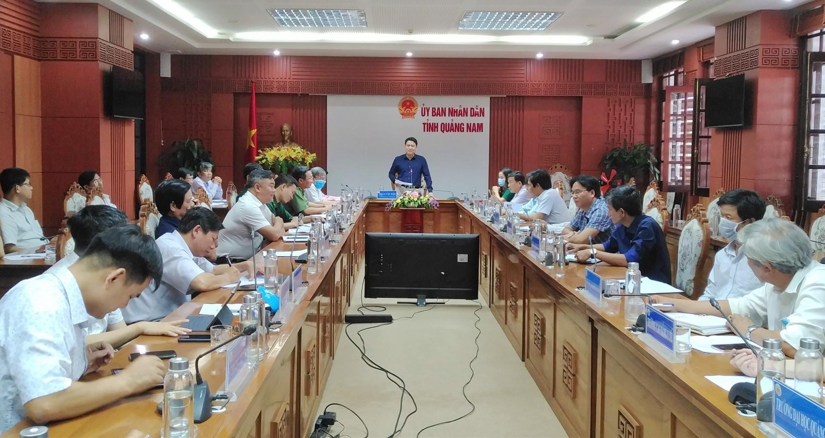 Phó Chủ tịch UBND tỉnh chủ trì cuộc họp. Ảnh: M.L