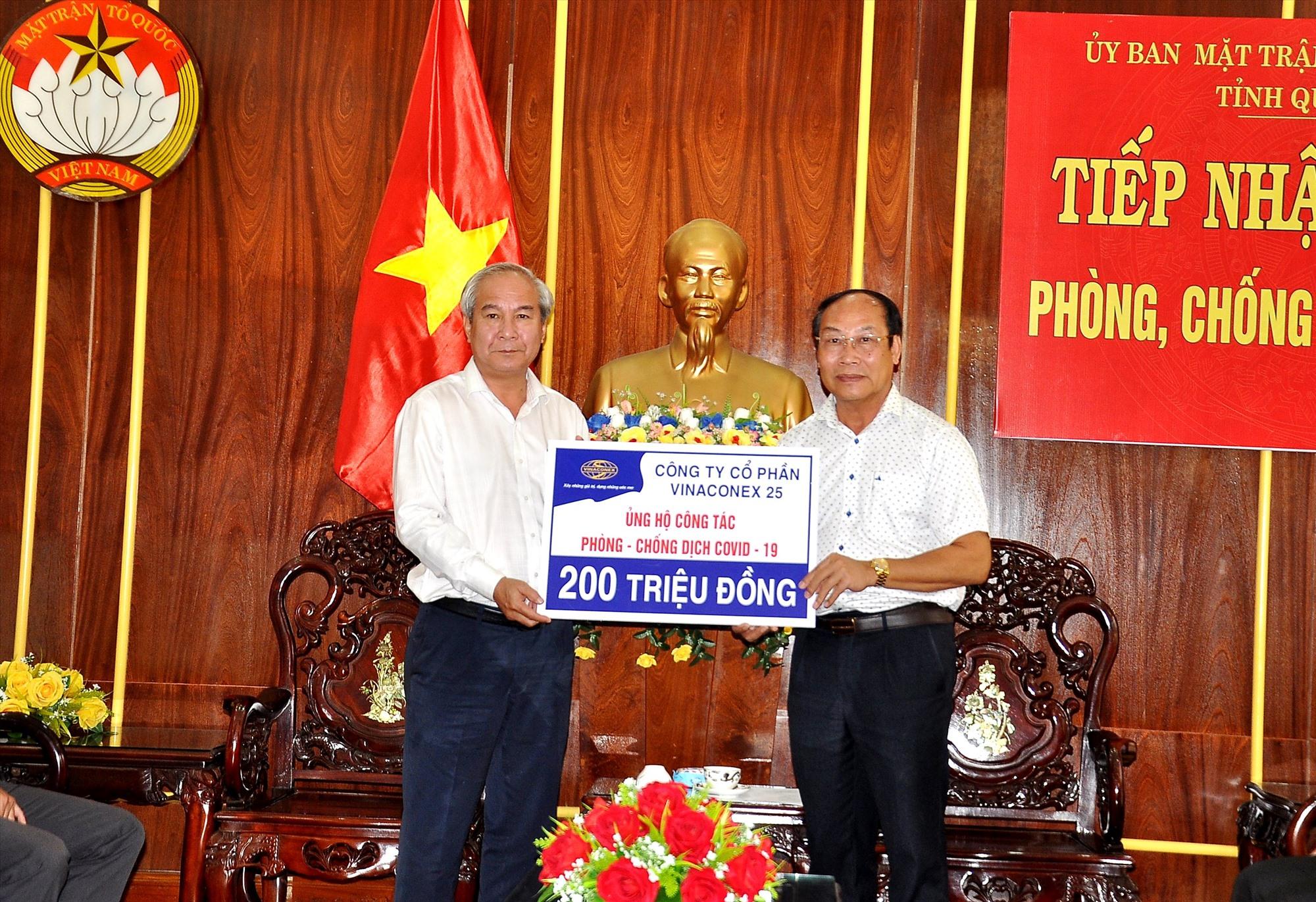 Công ty Vinaconex 25 hỗ trợ 200 triệu đồng. Ảnh: VINH ANH