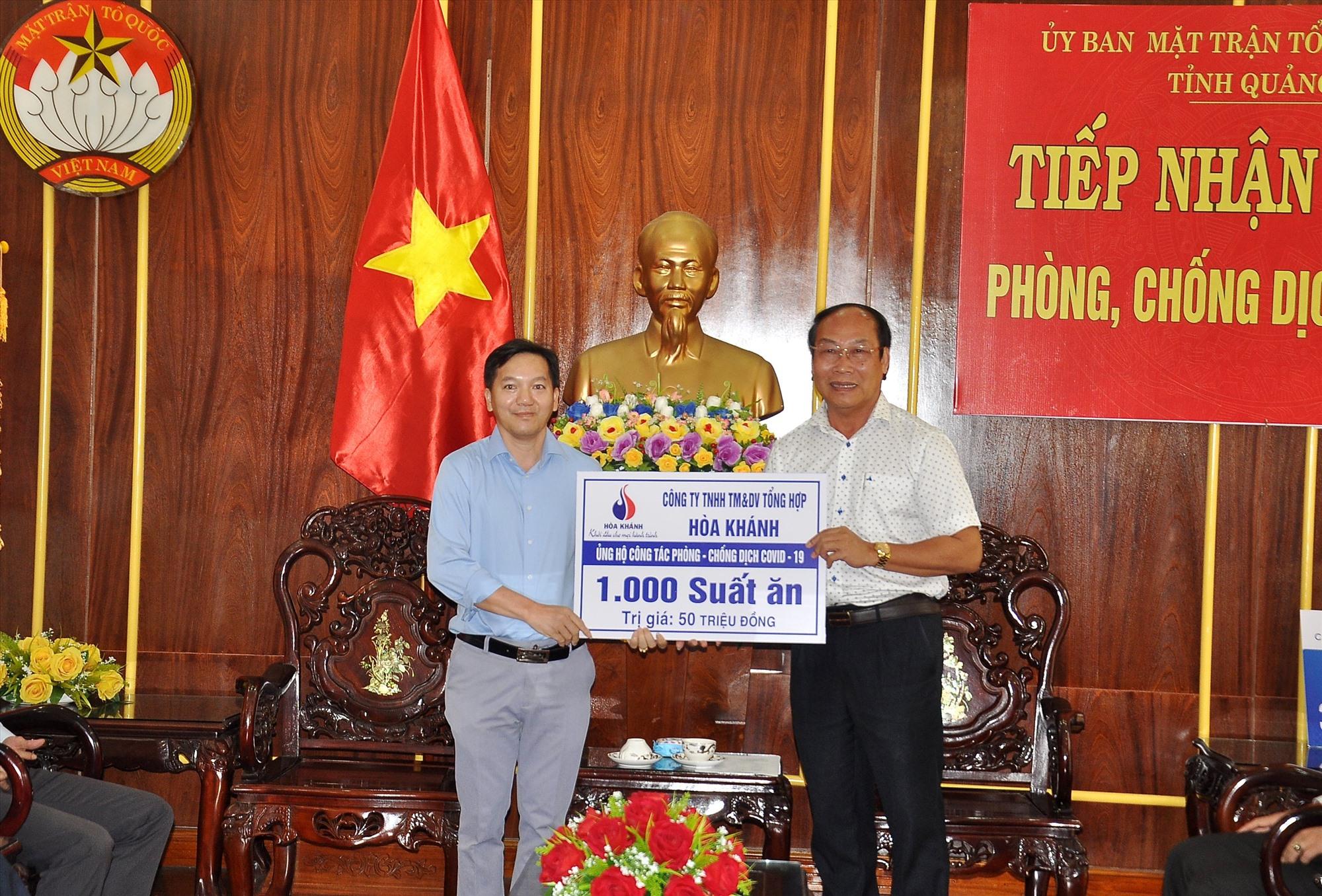 Chi nhánh xăng dầu Quảng Nam hỗ trợ 50 triệu đồng. Ảnh: VINH ANH