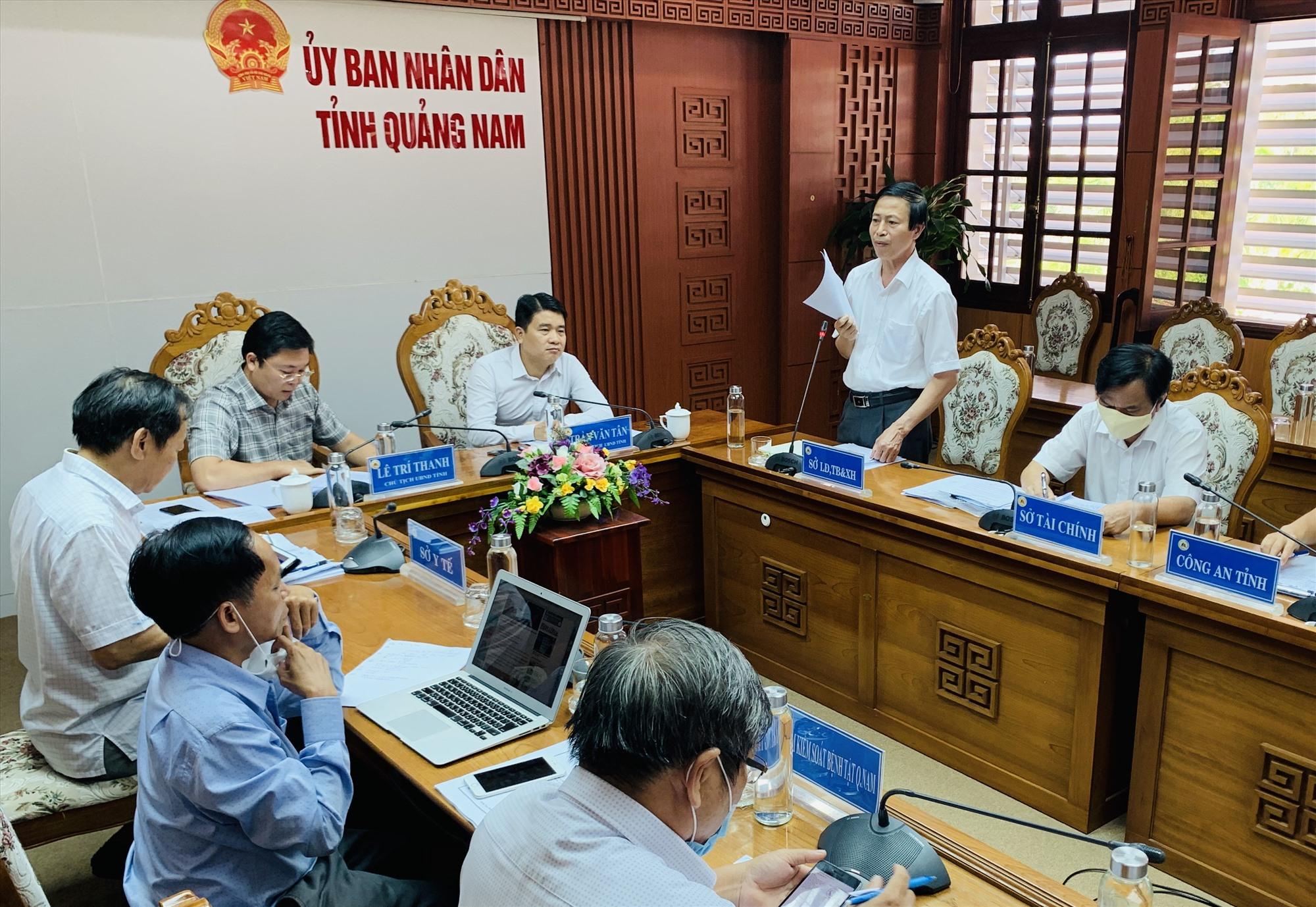 Ông Huỳnh Tấn Triều - Giám đốc Sở LĐ-TB&XH báo cáo sự việc với Ban chỉ đạo phòng chống dịch Covid-19 tỉnh tại cuộc họp chiều nay, ngày 26.3.