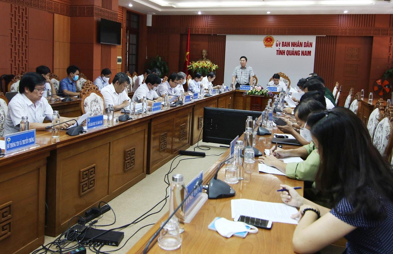 Chủ tịch UBND tỉnh Lê Trí Thanh phát biểu tại cuộc họp của ban chỉ đạo. Ảnh: T.C