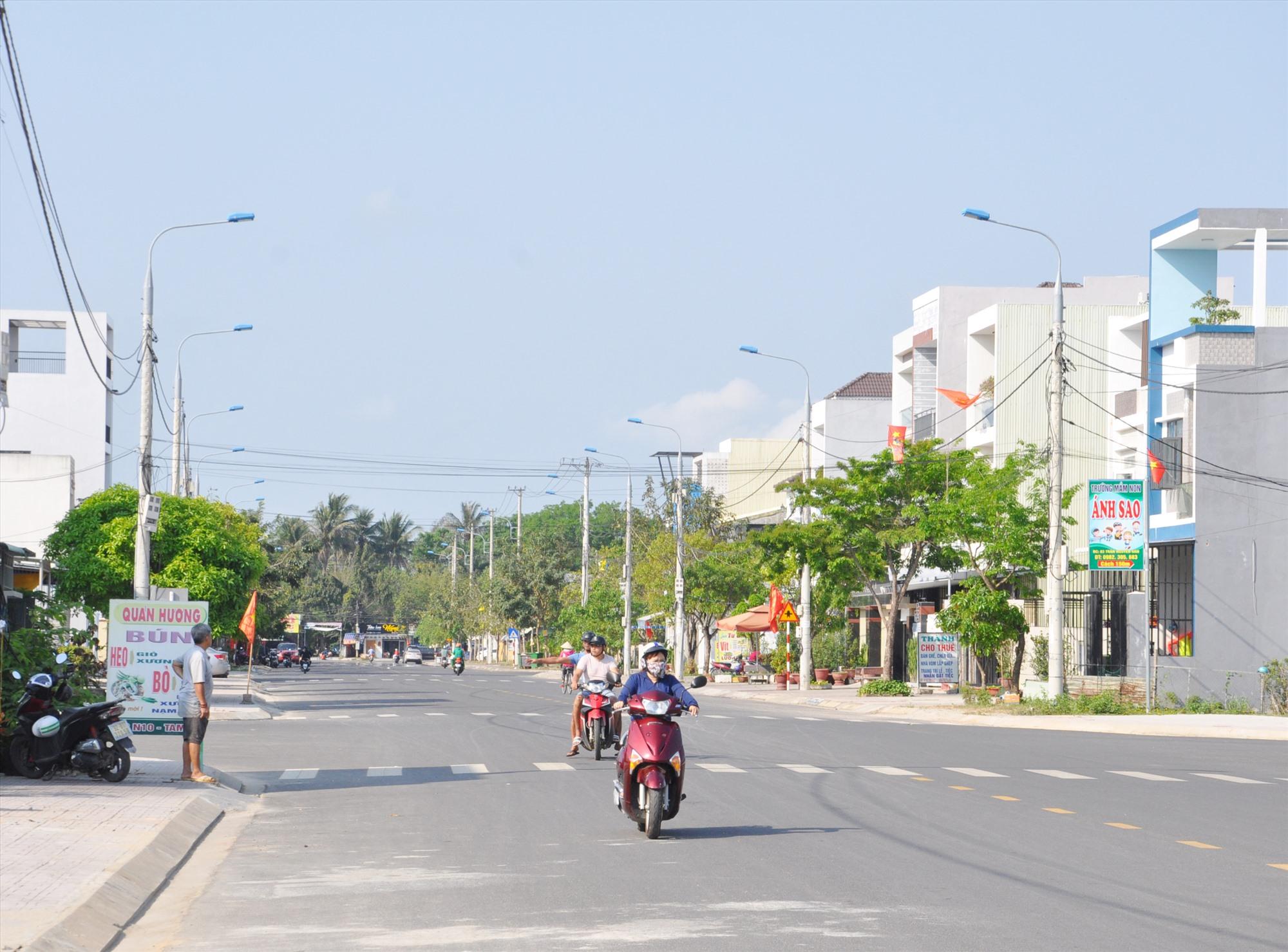 Đường N10 sau nhiều năm không triển khai nay đã hoàn thành khang trang, rộng rãi, góp phần tạo nên diện mạo mới cho đô thị. Ảnh: X.P