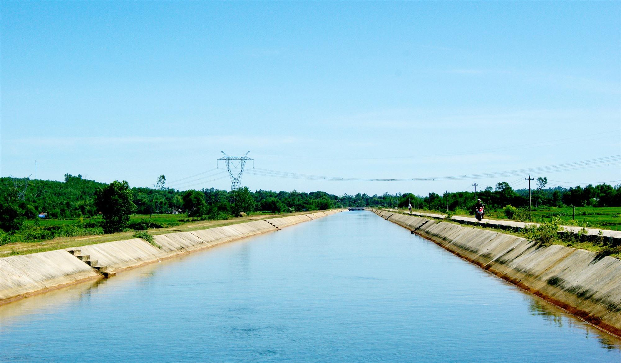 Kênh dẫn nước thủy lợi Phú Ninh. Ảnh: P.THẢO