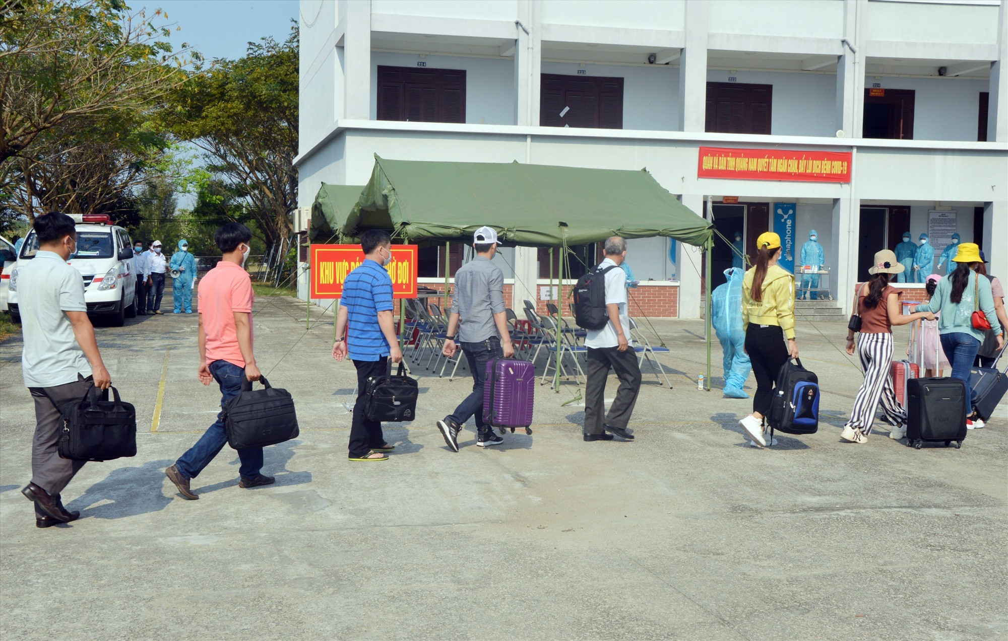 Công dân từ vùng có dịch về cách ly tại Quảng Nam.