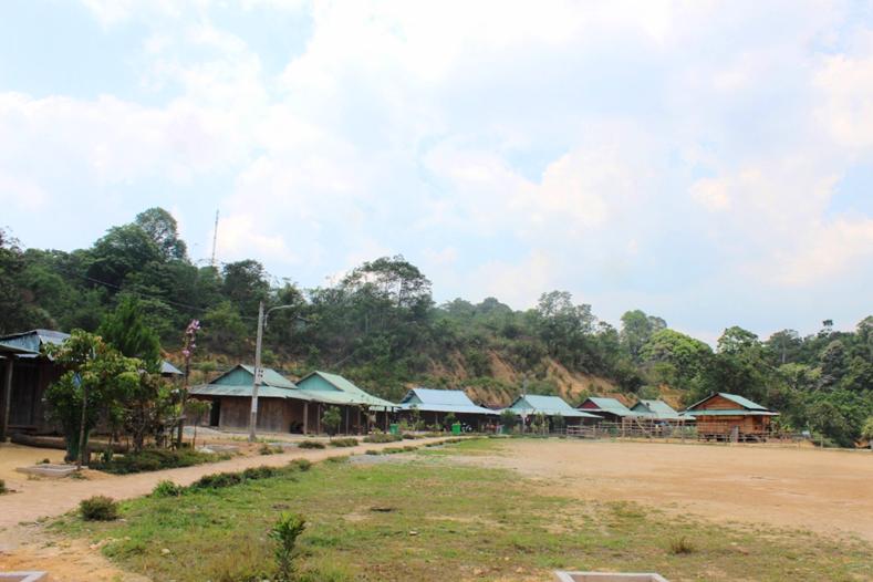 Một góc làng AChoong. Ảnh: HỮU PHÚ